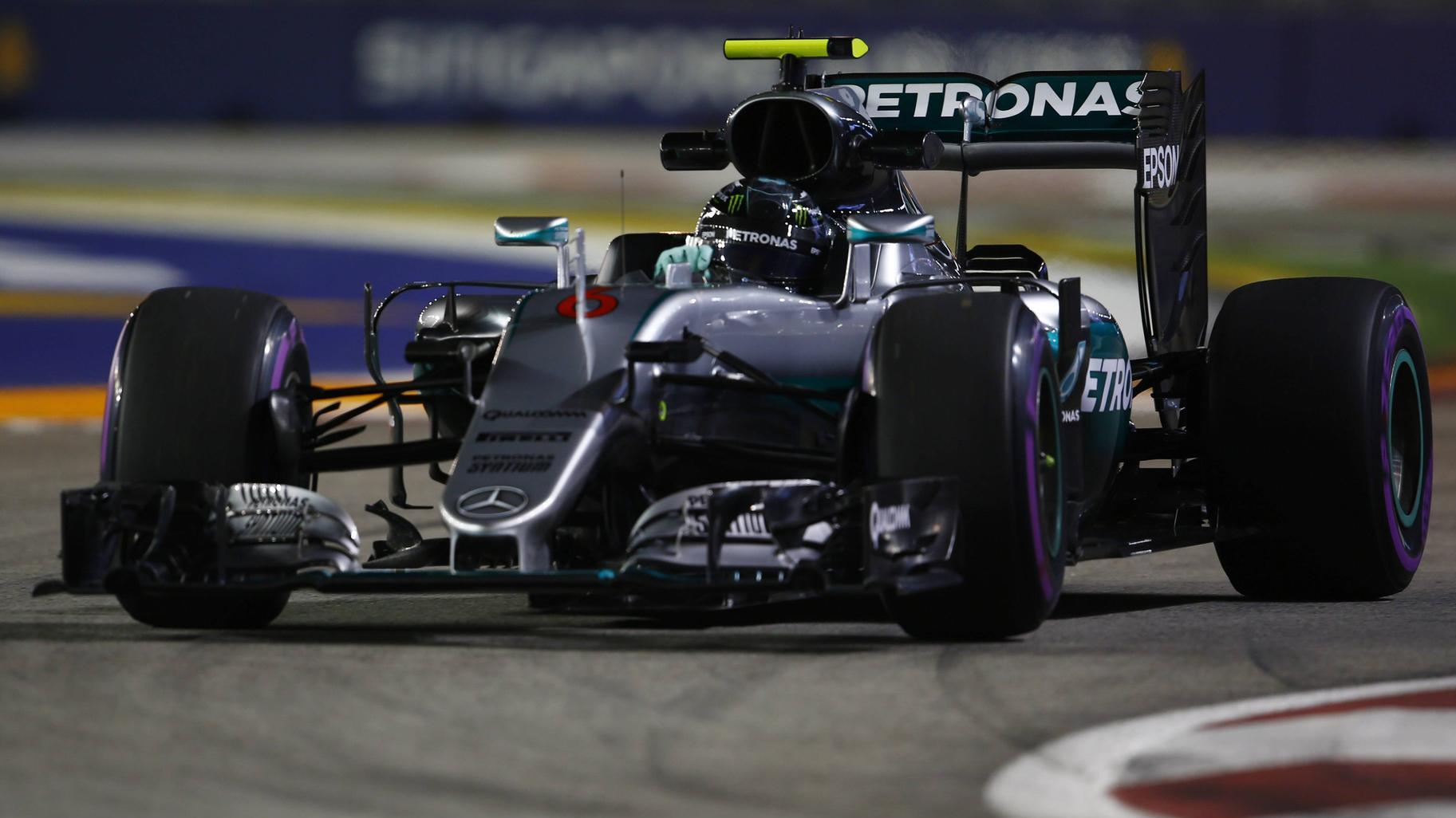 formel 1 singapur bestzeit f r rosberg im 2 training vettel schw chelt. Black Bedroom Furniture Sets. Home Design Ideas