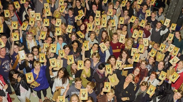 "Literatur: Harry Potter zaubert wieder - ""Happy Harry Day"". Fans in Hamburg: Harry Potter (ver)zaubert wieder."