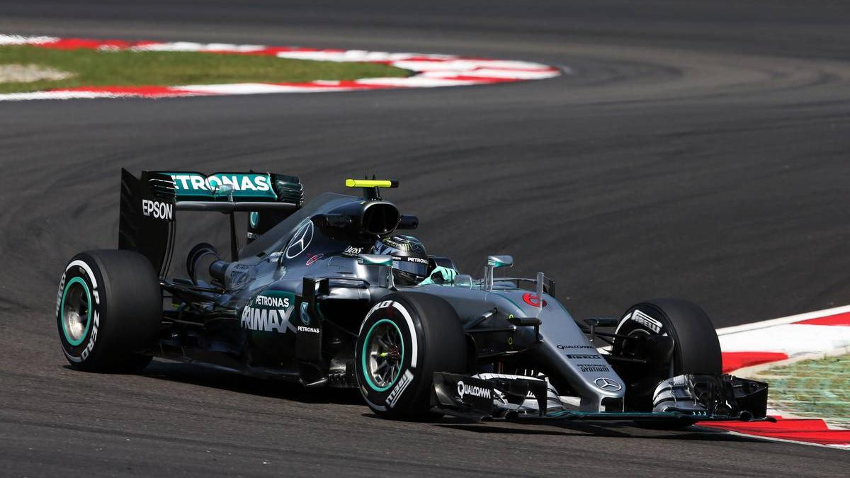 formel 1 malaysia rosberg im 1 training vorn renault f ngt feuer. Black Bedroom Furniture Sets. Home Design Ideas
