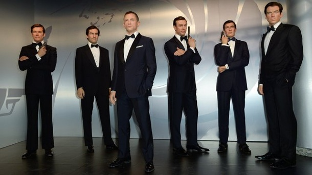 Film: James-Bond-Darsteller als Wachsfiguren. Geballte Bond-Power: Roger Moore (l-r), Timothy Dalton, Daniel Craig, Sean Connery, George Lazenby und Pierce Brosnan in Wachs.