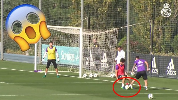 Real Madrids Rodriguez blamiert Teamkollegen im Training. James Rodriguez exekutiert einen Elastico par excellence (Quelle: Screenshot: youtube.com/realmadrid)