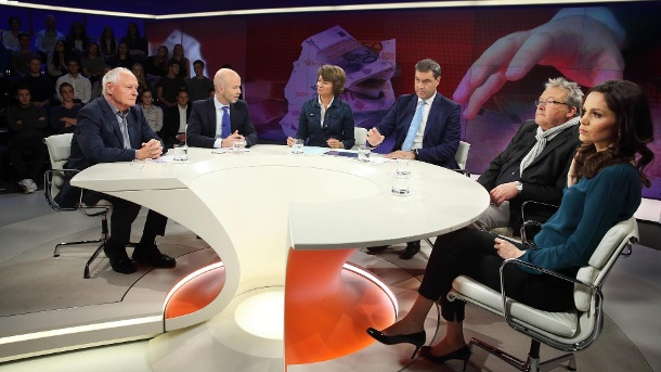 "TV-Kritik ""Maybrit Illner"": Markus Söder gab die ehrlichste Antwort. Oskar Lafontaine, Jörg Eigendorf, Maybrit Illner, Markus Söder, Rainer Voss und Carolin Roth in der ZDF-Talkshow Maybrit Illner am 27. Oktober. (Quelle: imago images)"