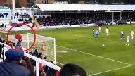 Fan irritiert Elfer-Schütze mit blankem Hintern. (Screenshot: Bitprojects)