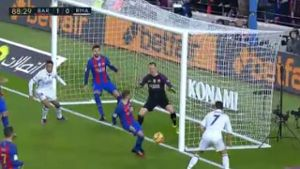 Ramos rettet Real einen Punkt im Clasico. (Screenshot: Perform/ePlayer) (Quelle: (Screenshot: Perform/ePlayer))