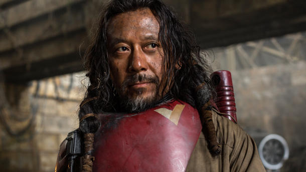 Wen Jiang ist Baze Malbus. (Quelle: 2016 Lucasfilm Ltd. All Rights Reserved)