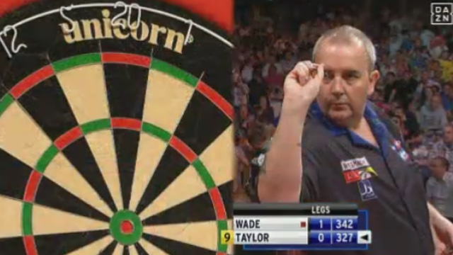Phil Taylor gelingt das schier Unmögliche. (Screenshot: Perform/ePlayer) (Quelle: (Screenshot: Perform/ePlayer))