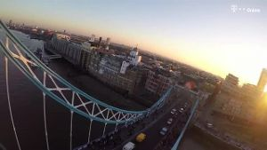 Waghalsige Aktion: YouTuber klettert auf Tower Bridge. (Screenshot: t-online.de)