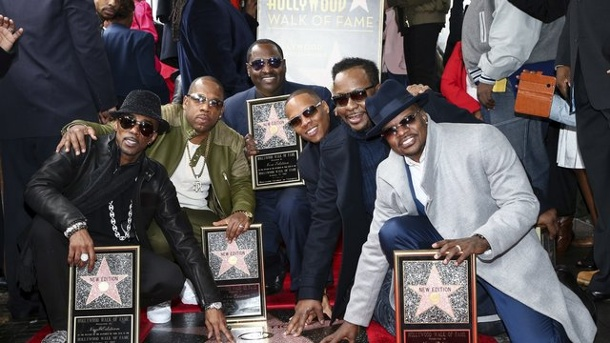 Musik: US-Band New Edition bekommt Hollywood-Stern. Ralph Tresvant (l-r), Michael Bivins, Johnny Gill, Ronnie DeVoe, Bobby Brown und Ricky Bell strahlen um die Wette.