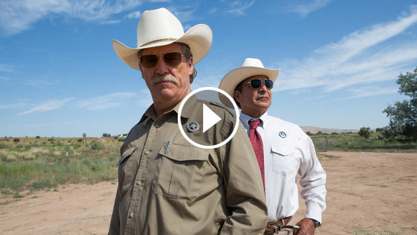 "Jeff Bridges und Gil Birmingham in ""Hell or High Water"" (Quelle: Paramount)"