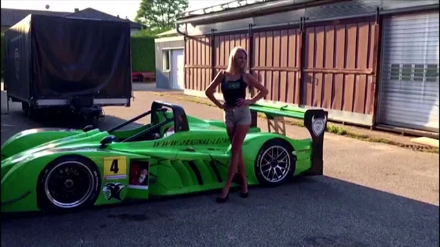 Claudia ist eine echte Motorsport-Queen - Video