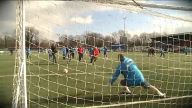 High Noon: Elfer-Legende vs. Sandwich-Keeper. (Screenshot: Omnisport)
