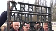 Gestohlenes KZ-Tor zurück in Dachau. (Screenshot: Reuters)