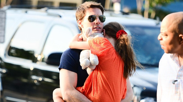 Tom cruise and daughter suri-NY (Quelle:     picture alliance / abaca)