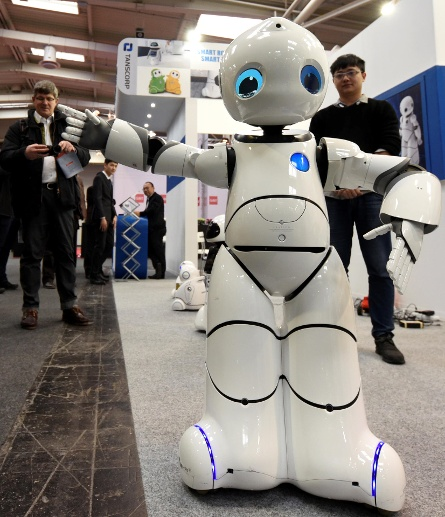 A robot is seen at a booth of Tanscorp at the world's biggest computer and software fair, CeBit, in Hanover (Quelle: Reuters)