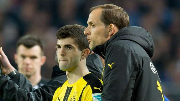 Christian Pulisic mit Trainer Thomas Tuchel. (Quelle: imago images/DeFodi)