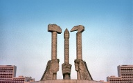 North Korea, Pyongyang: Party symbol in stone (Quelle: Thinkstock by Getty-Images/mtcurado)