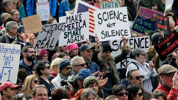 "Göttinger Wissenschaftler rufen zum ""March for Science"" auf. March of Science in Boston"