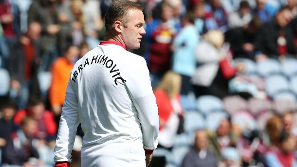 Wayne Rooney im Trainingsshirt von Zlatan Ibrahimovic. (Quelle: Reuters)
