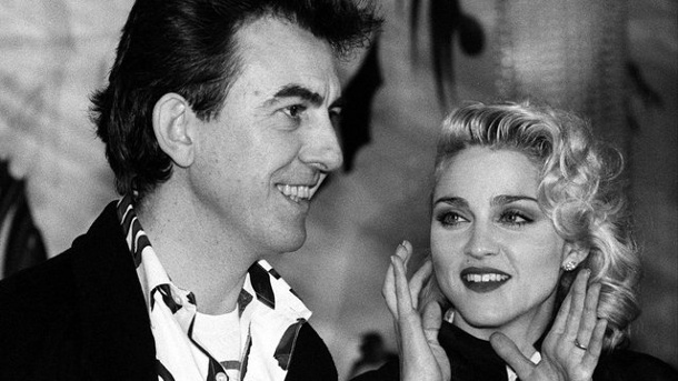 Film: Madonnas Karriereanfang wird verfilmt. Madonna und Ex-Beatle George Harrison 1986 in London.