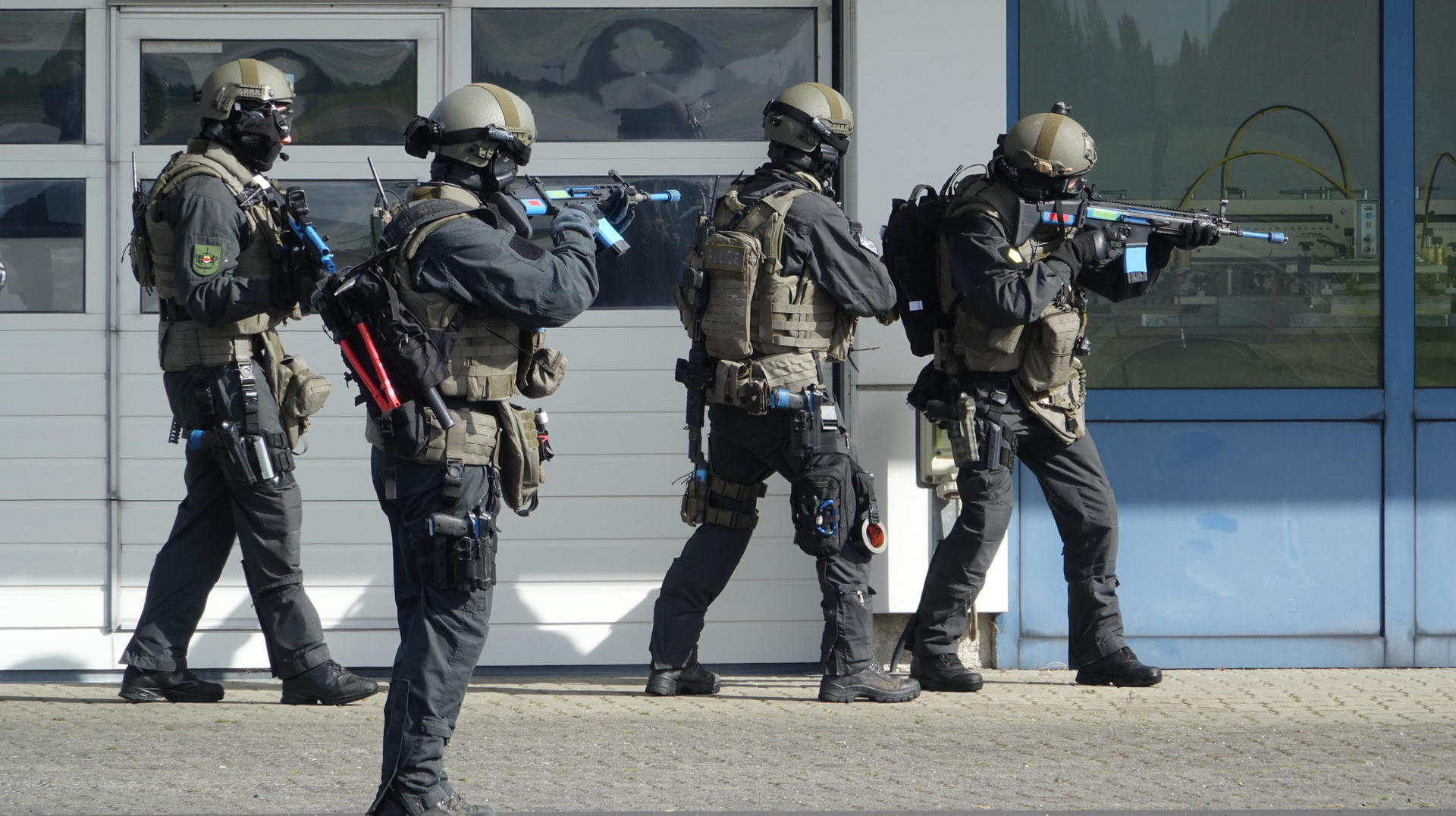 anti terror bung polizei trainiert in kiel den ernstfall. Black Bedroom Furniture Sets. Home Design Ideas