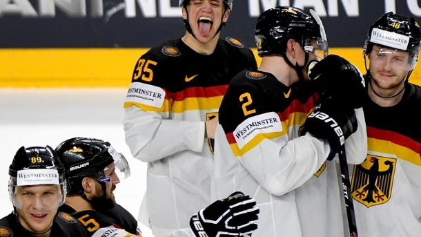 Eishockey: Deutsches Eishockey-Nationalteam im WM-Viertelfinale. Deutschlands Matchwinner Frederik Tiffels (3.