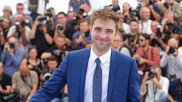 Film: Robert Pattinson gibt beim Filmfest Cannes den Bankräuber. Robert Pattinson auf dem roten Teppich in Cannes.