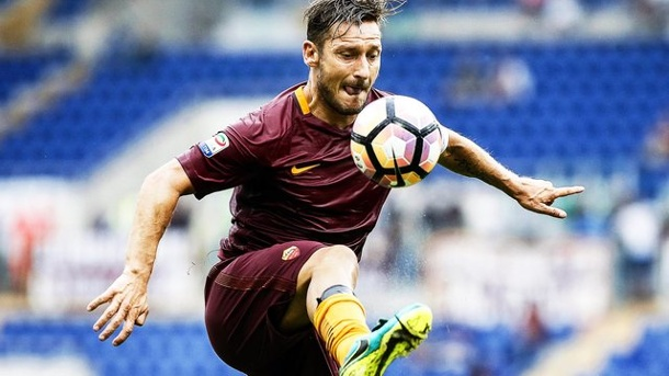 Fußball: Francesco Tottis Ära in Rom geht zu Ende. Lebende Legende: AS Roms Francesco Totti.