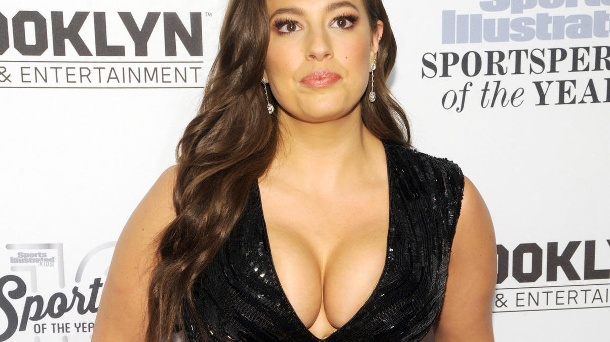 "Ashley Graham zeigt XXL-Busenshow. Ashley Graham war das erste Plussize-Model auf dem Cover der Swimsuit-Ausgabe der ""Sports Illustrated"" (Quelle:     picture alliance/MediaPunch)"
