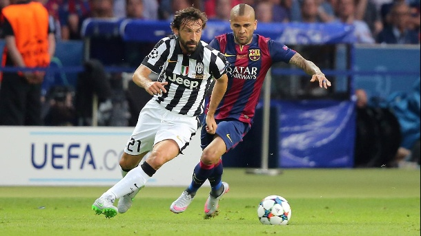 Champions-League-Finale 2015 in Berlin: Alves - damals bei Barcelona - auf den Fersen von Juves Andrea Pirlo. (Quelle: imago images)