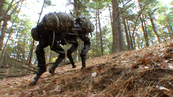 "Mutterfirma von Google verkauft Roboterschmiede. Ein Grusel-Roboter von Boston Dynamics: ""BigDog"" erklimmt einen Hang (Quelle: dpa/Image courtesy of Boston Dynamics, Copyright 2009)"