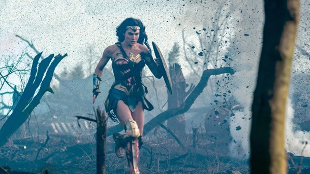 "Film: ""Wonder Woman"" vor der ""Mumie"" in den USA. Wonder Woman (Gal Gadot) stürmt die Kinocharts."