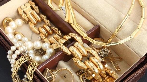 Schmuck in einer Schmuckschatulle (Quelle: Thinkstock by Getty-Images/pheigin)