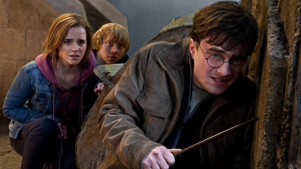 L r EMMA WATSON as Hermione Granger RUPERT GRINT as Ron Weasley and DANIEL RADCLIFFE as Harry Pot (Quelle: imago)