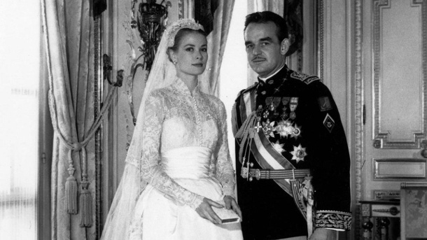 Grace Kelly an ihrer Hochzeit mit Fürst Rainier III. von Monaco am 19. April 1956. (Quelle: imago/United Archives International)