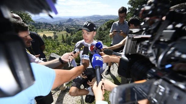 Radsport: Froome mit Dream-Team - Ärger um Sky-Chef Brailsford. Tour-Spitzenreiter Chris Froome (M.