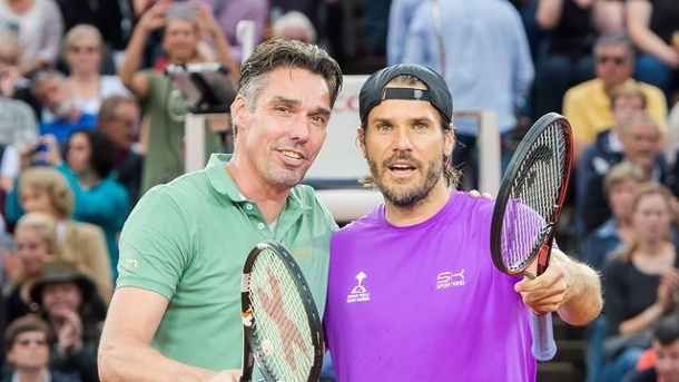 Tennis: Haas deklassiert Stich in Show-Match am Rothenbaum. Tommy Haas (r) ließ Turnierdirektor Michael Stich bei einem Show-Match am Rothenbaum keine Chance.