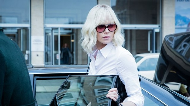 "Film - ""Atomic Blonde"": Charlize Theron killt als Agentin in Berlin. Atomic Blonde in Person: Die erfahrene Spionin Lorraine Broughton (Charlize Theron) ist cool, sexy, elegant und vor allem eiskalt."