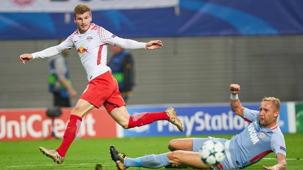 Starke Leipzig-Premiere ohne Happy End. Timo Werner (links) im Duell mit Monacos Kamil Glick. (Quelle: imago/Action Pictures)