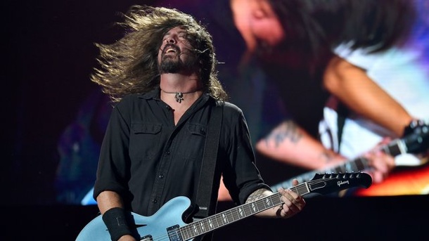 "Musik - ""Concrete and Gold"": Foo Fighters mit neuem Album. Dave Grohl reißt mit den Foo Fighters beim Lollapalooza Festival in Berlin alle mit."