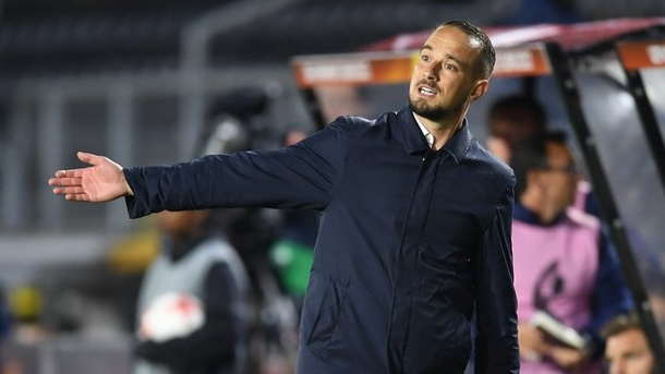 Fußball: Englands Frauen-Nationalcoach Sampson entlassen. Englands Frauen-Nationaltrainer Mark Sampson wurde vom Verband entlassen.