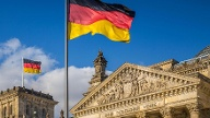 Deutscher Bundestag im Reichstagsgebäude Berlin (Quelle: Thinkstock by Getty-Images/iStock)