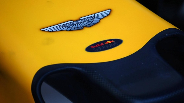 Aston Martin wird neuer Titelsponsor bei Red Bull Racing. Aus Red Bull Racing wird ab 2018 Aston Martin Red Bull Racing. (Quelle: imago images/AGB Photo)