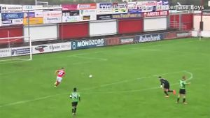 Irrer Fail aus Hollands Amateur-Liga wird zum Viral-Hit. (Screenshot: Bitprojects)