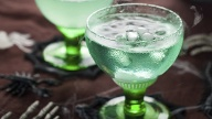Ein grüner Halloween-Drink im Glas. (Quelle: Thinkstock by Getty-Images)