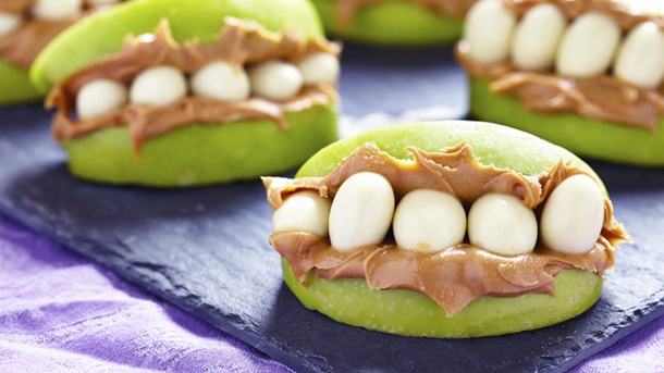 Snacks für Halloween, die wie Gebisse aussehen. (Quelle: Thinkstock by Getty-Images)