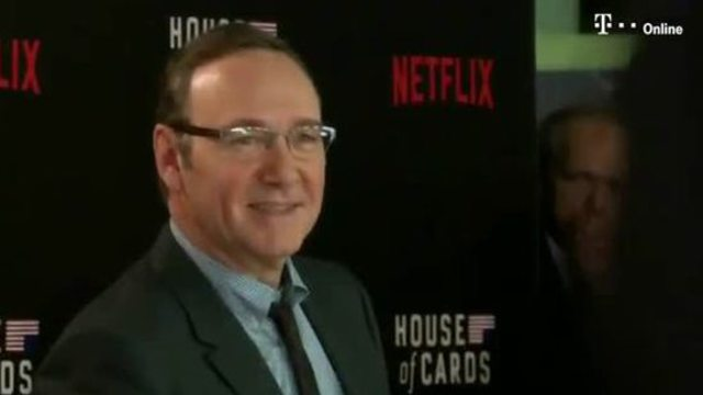 "Inmitten der Turbulenzen um Belästigungsvorwürfe gegen Hollywoodstar Kevin Spacey stellt der US-Streamingdienst Netflix seine Erfolgsserie ""House of Cards ein"". (Screenshot: Reuters)"