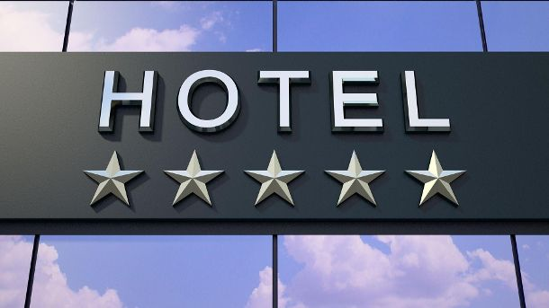 Schild eines Fünf-Sterne-Hotels (Quelle: Thinkstock by Getty-Images/Model-la)