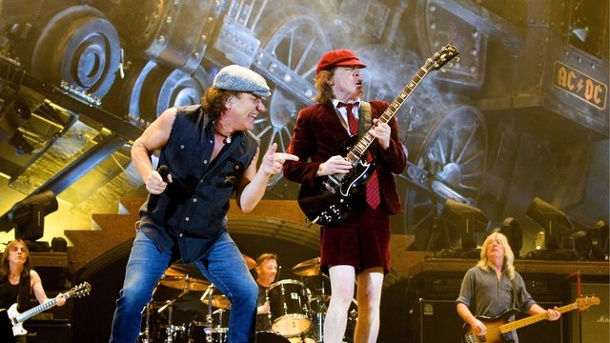 "Musik - Ohne ihn gäb's kein ""Highway to Hell"": Malcolm Young ist tot. Gitarrist Angus Young (M."