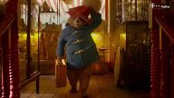 Hugh Grant und Elyas M'Barek in Paddington 2. (Screenshot: StudioCanal)