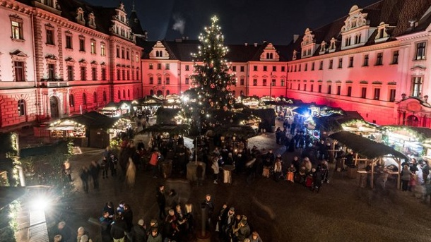 weihnachtsmarkt auf schloss thurn und taxis er ffnet. Black Bedroom Furniture Sets. Home Design Ideas
